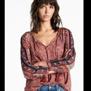 Lucky Brand border print long sl top with tassels